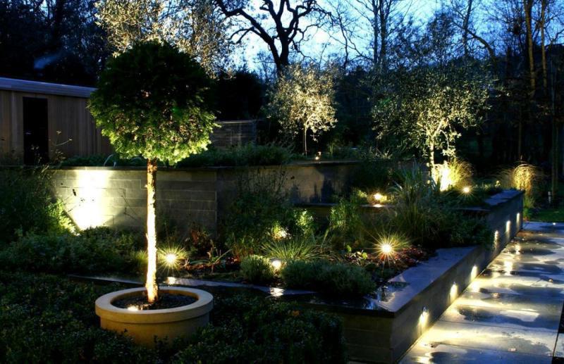 Des ampoules led au jardin jardin callunes for Ampoule led jardin